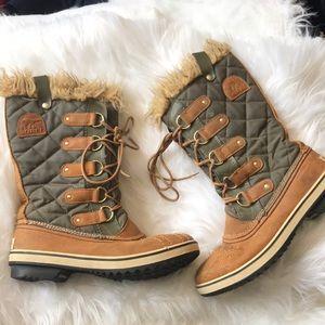Sorel   gray tan waterproof quilted fur boots